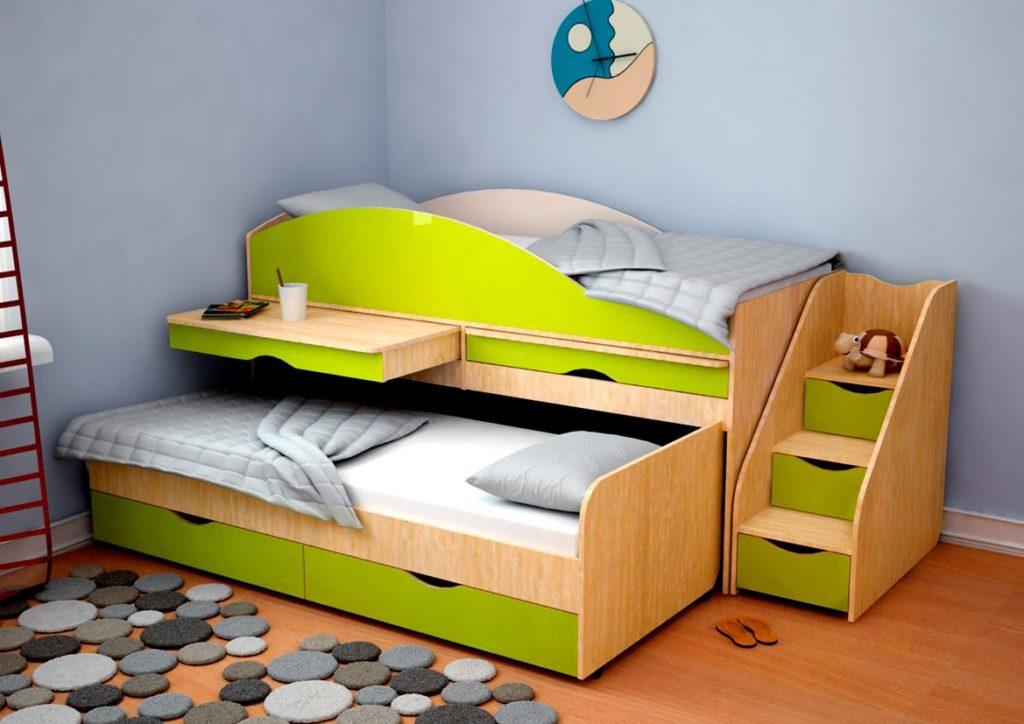 Кровать матрешка для маленьких детей со встроенными столиками и ящиками