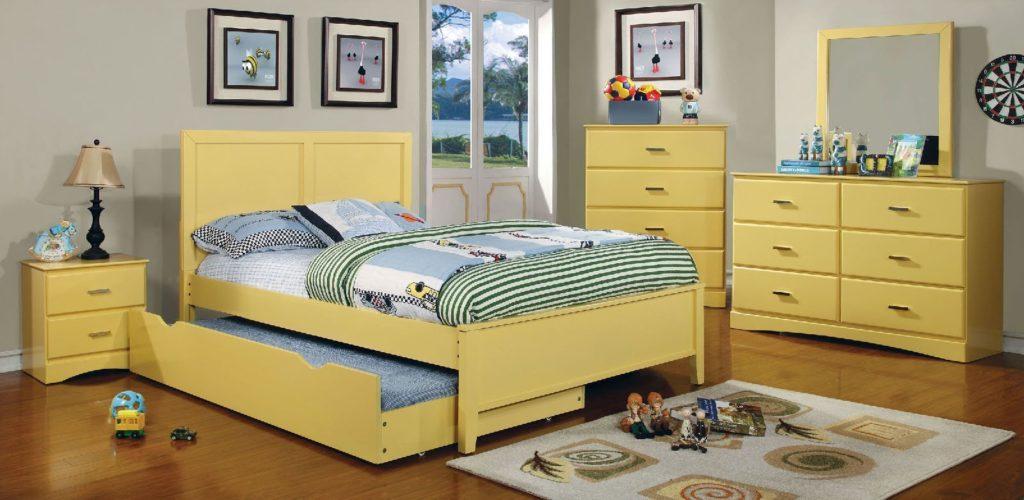 Большая выкатная кровать в детской комнате