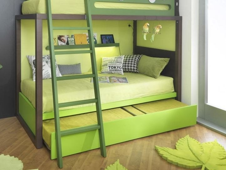 Двухъярусная кровать для детей с диваном внизу (1)