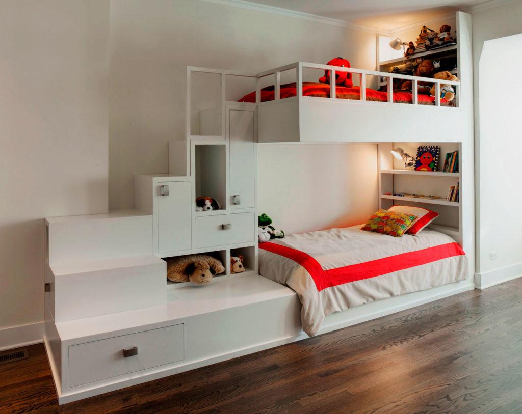 Большая двухъярусная кровать для детей со шкафчиками и полочками