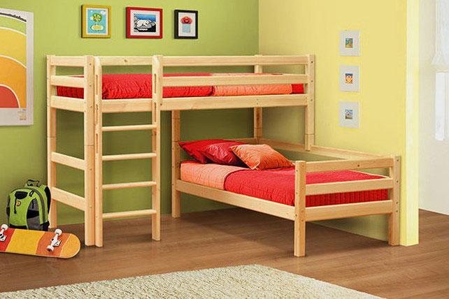 Деревянная угловая двухъярусная кровать с бортиками