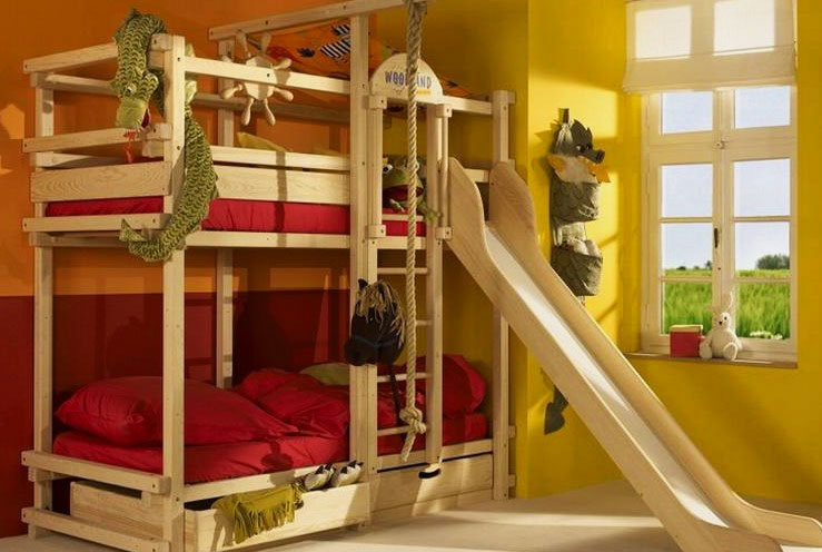 Большая двухъярусная кровать для детей с горкой