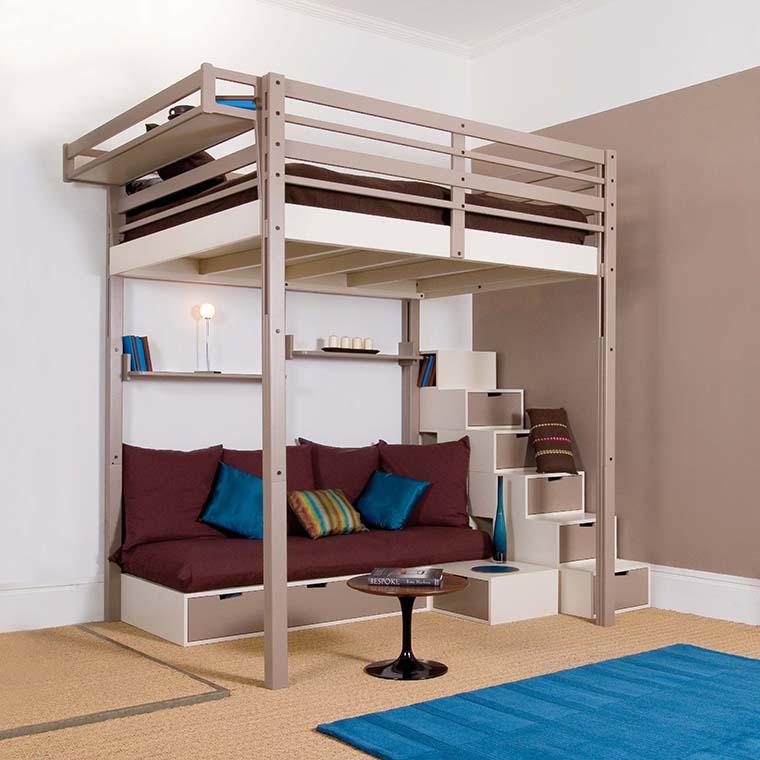 Металлическая двухъярусная кровать с большим спальным местом и диваном внизу