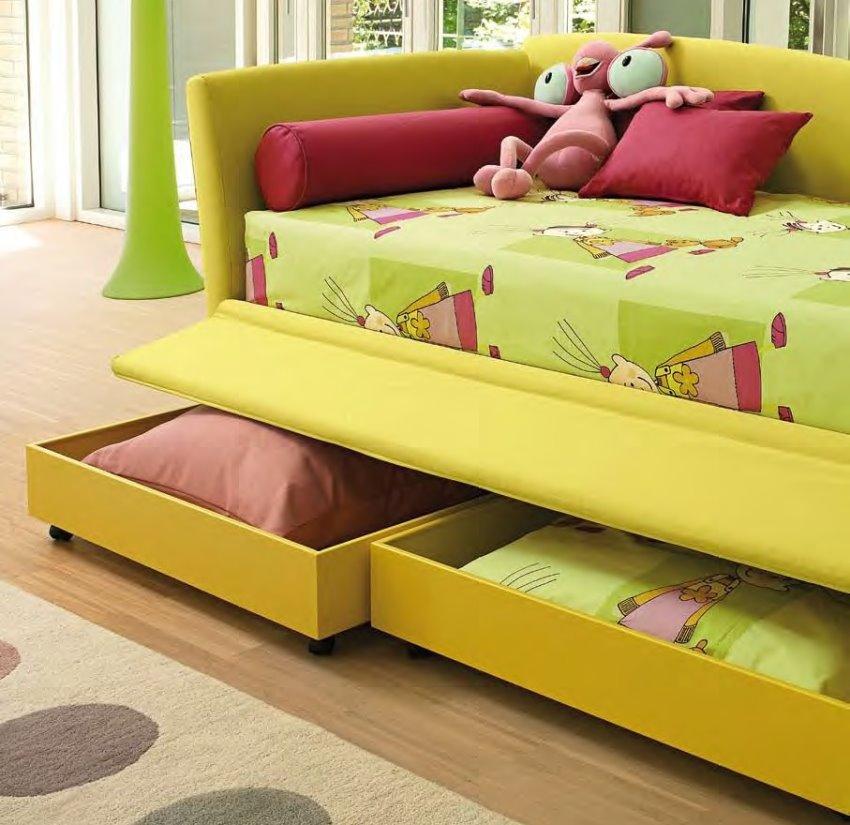 Фото детского дивана для сна с ящиками для белья