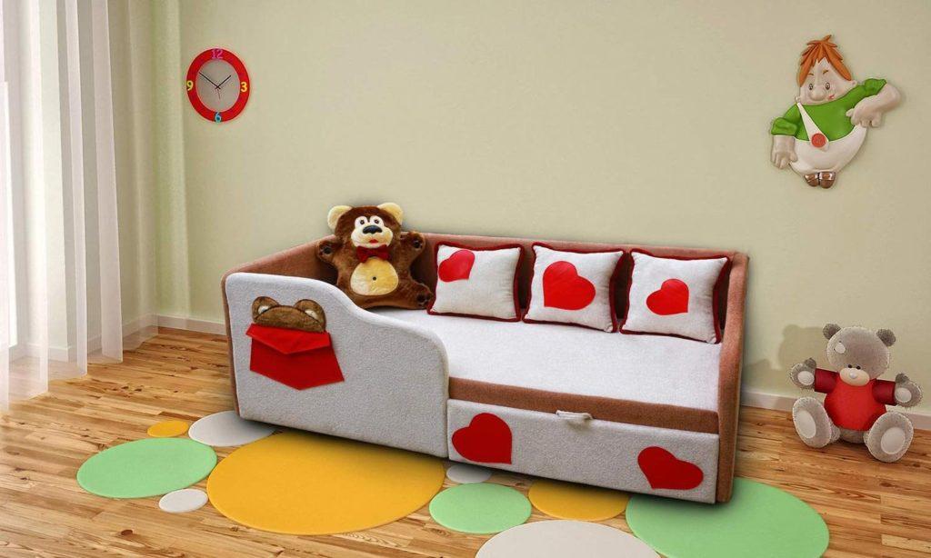 Детский диван-кровать с бортиками и вещевым ящиком