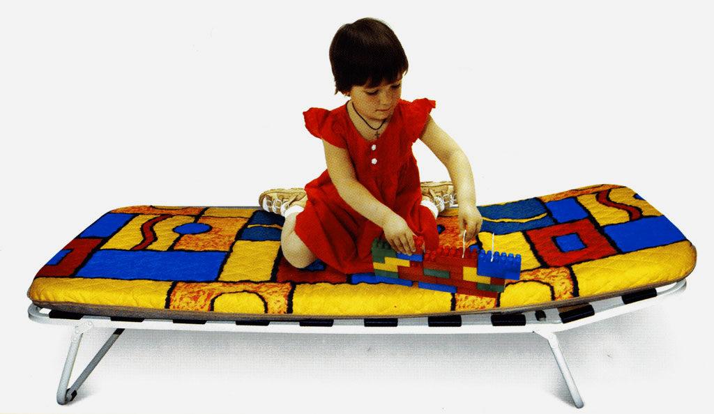 Ребёнок на раскладушки с основанием из ламелей