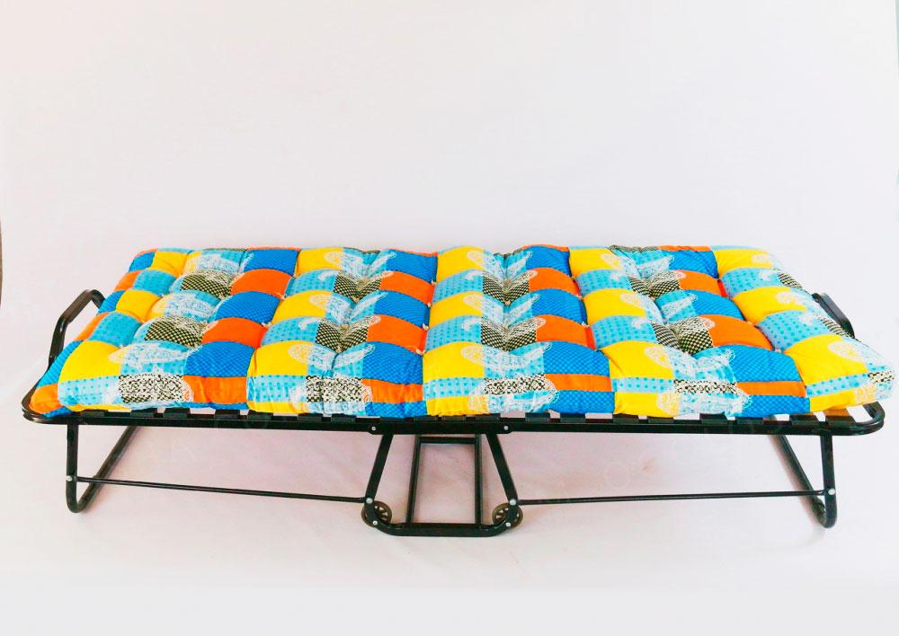 Детская раскладная кровать на колёсиках
