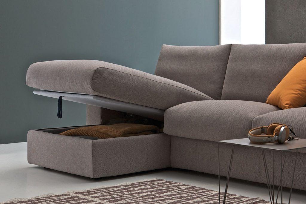 Фото углового раскладного дивана с нишей для хранения в оттоманке