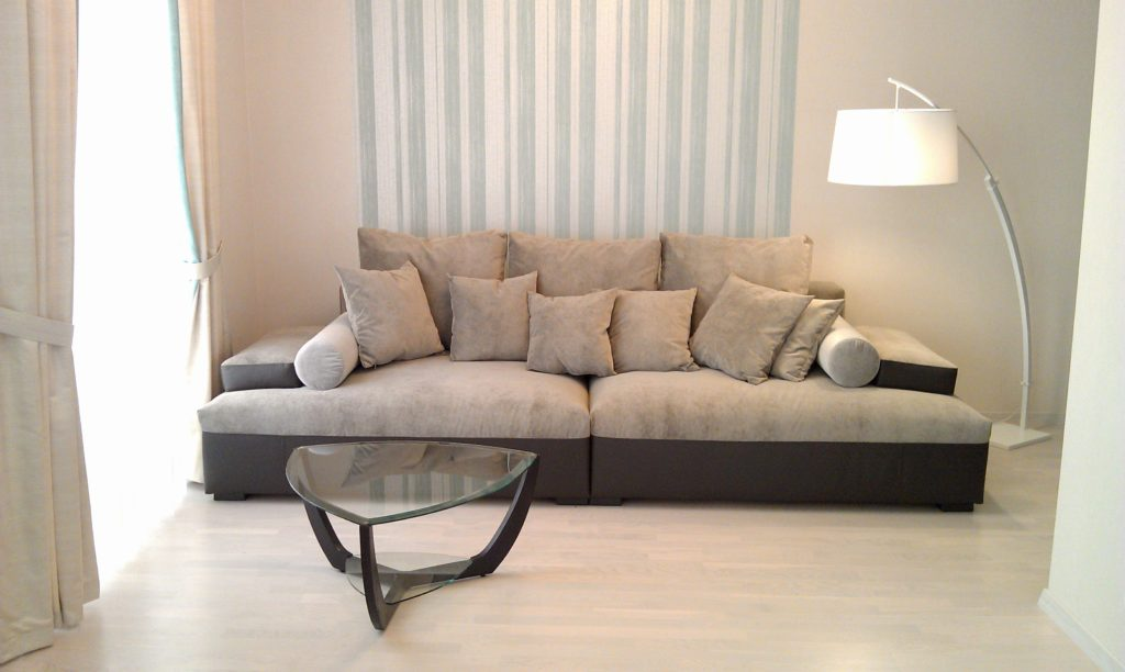 Фото большого мягкого дивана для ежедневного сна