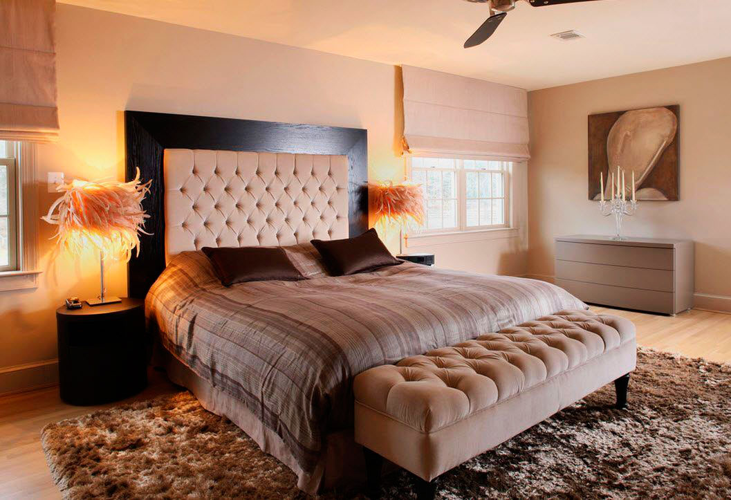 Кровать в спальной комнате (10)