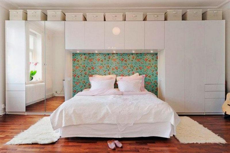 Кровать в спальной комнате (13)
