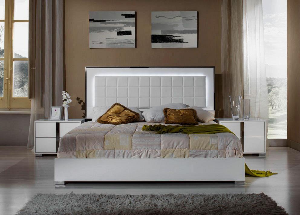 Кровать с подсвеченным изголовьем