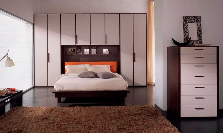 Кровать в спальной комнате (16)