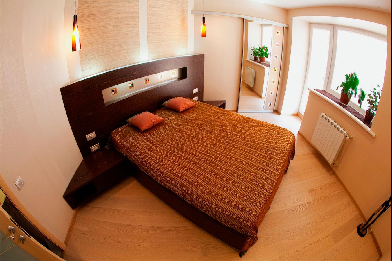 Кровать в спальной комнате (2)