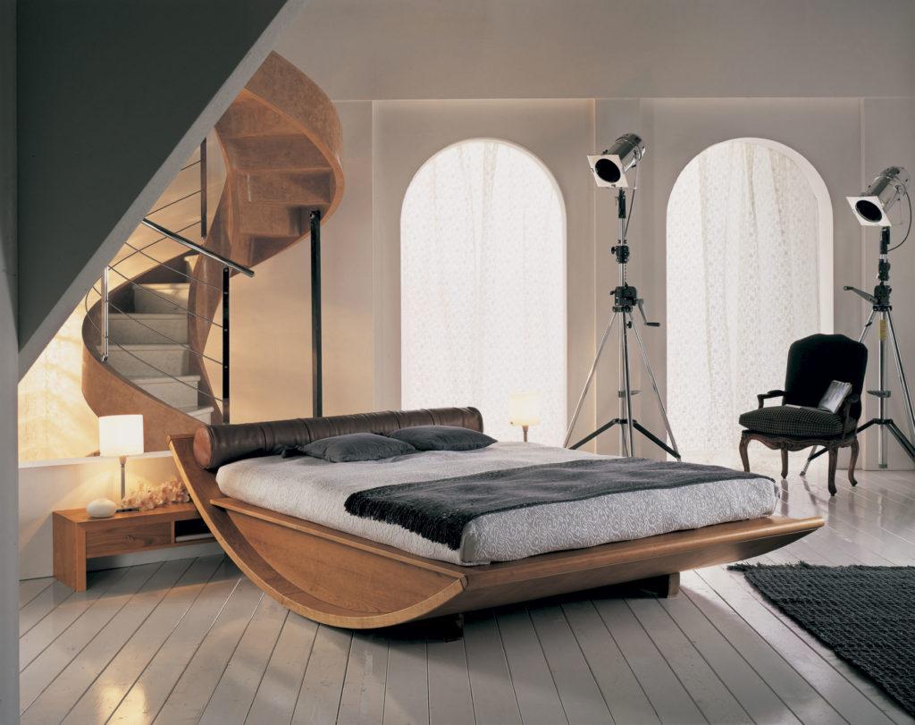 Дизайнерская кровать необычной формы