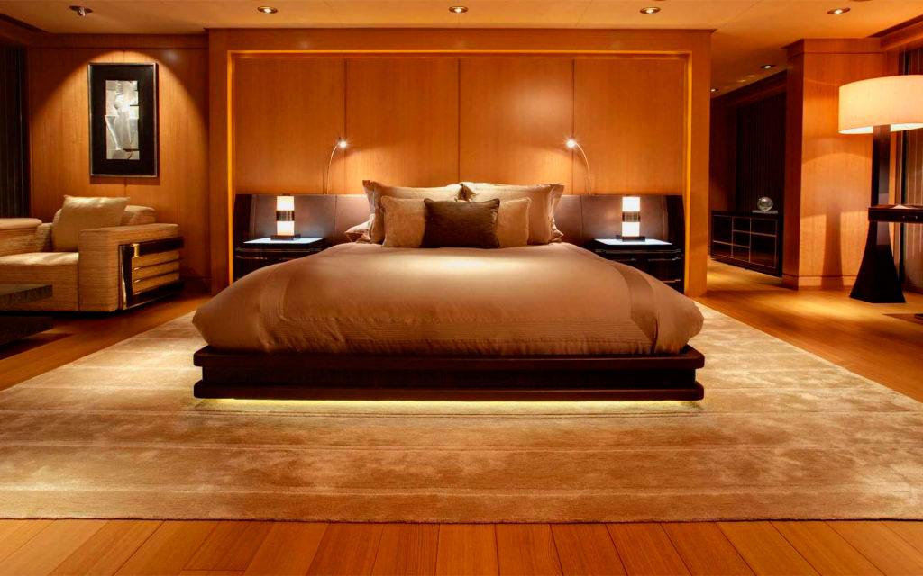 Кровать в спальной комнате (4)