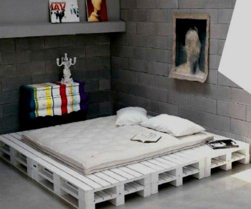 Кровать из деревянных поддонов (10)