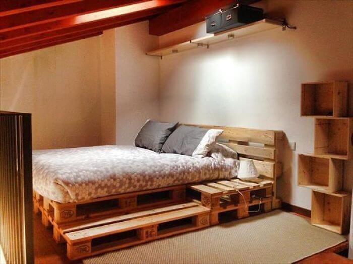 Кровать из деревянных поддонов (11)