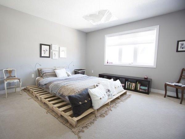 Кровать из деревянных поддонов (18)