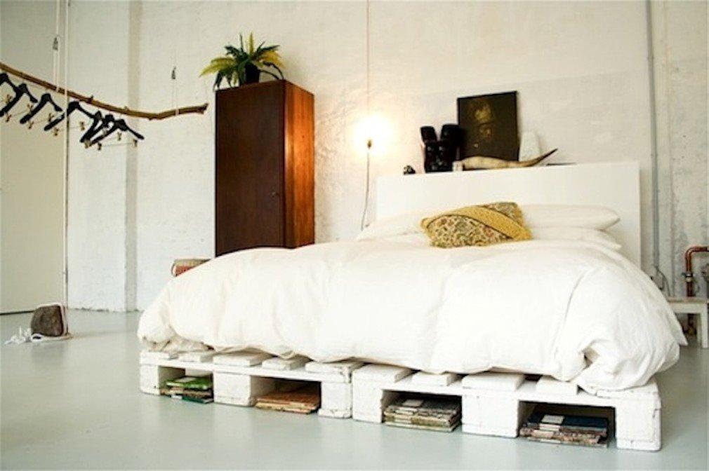 Кровать из деревянных поддонов (23)