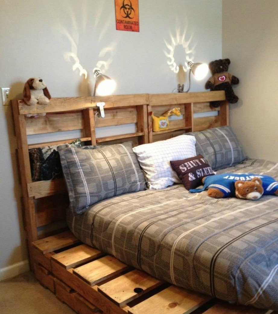 Кровать из деревянных поддонов (27)