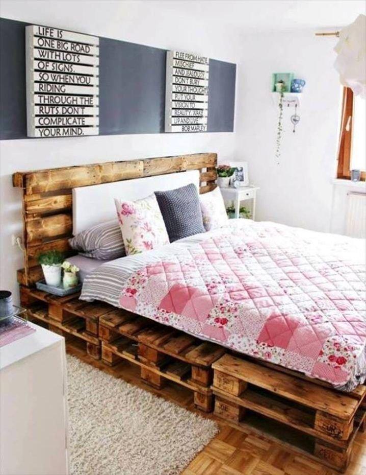 Кровать из деревянных поддонов (32)