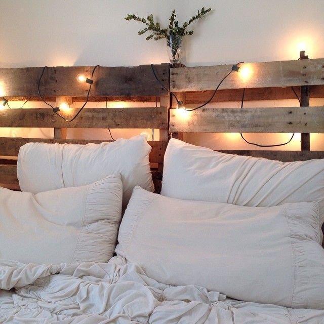 Кровать из деревянных поддонов (41)