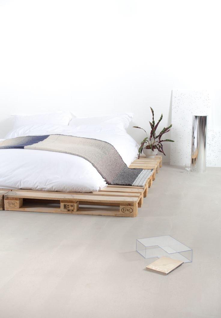 Кровать из деревянных поддонов (42)