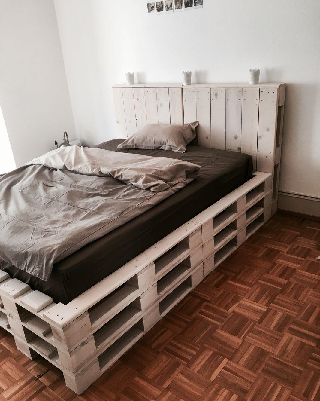 Кровать из деревянных поддонов (49)