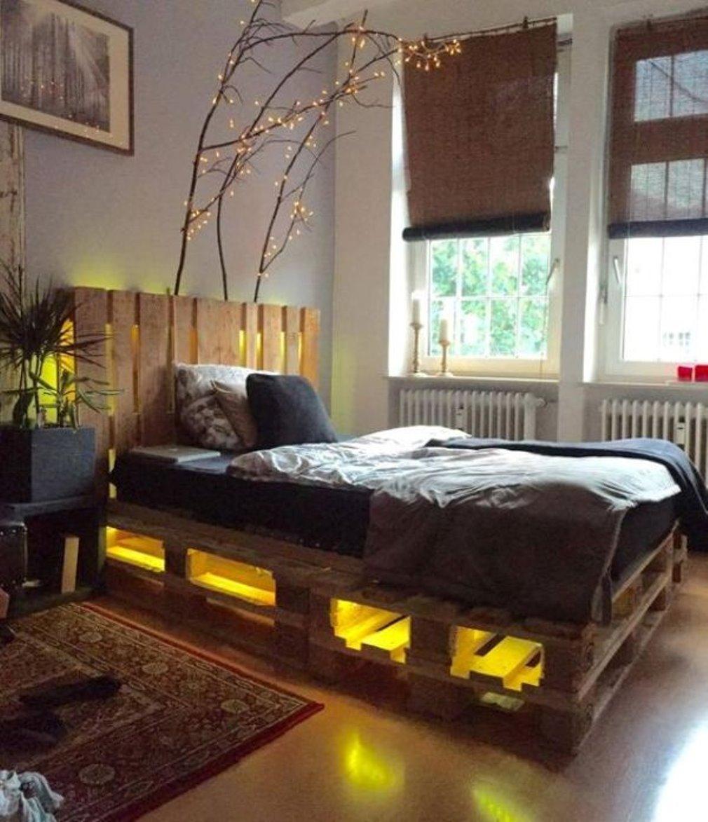 Кровать из деревянных поддонов (7)