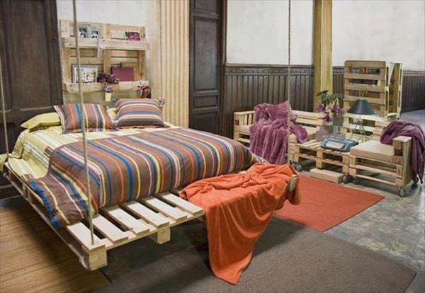 Кровать из деревянных поддонов (8)