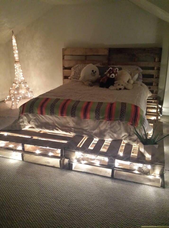 Кровать из деревянных поддонов (9)