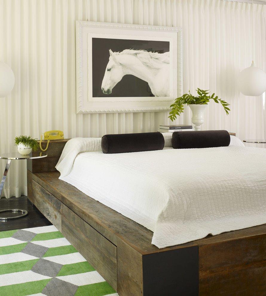 Фото кровати-подиума в интерьере спальной