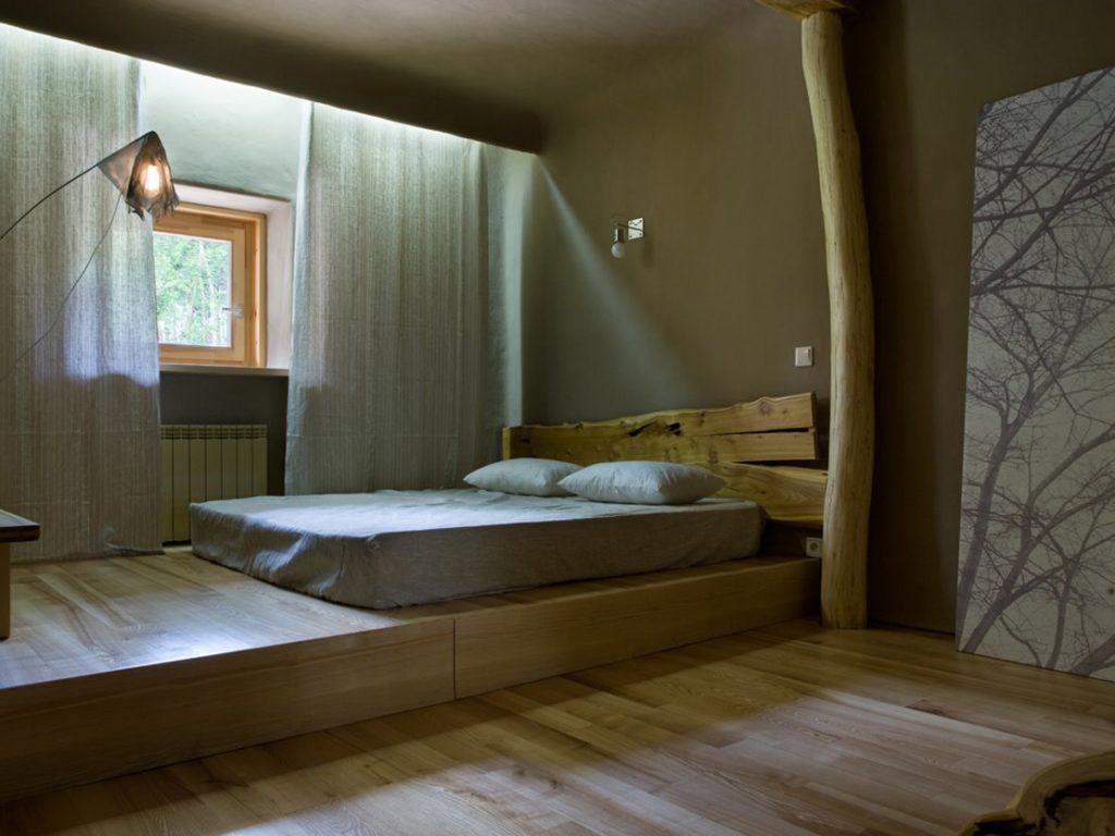 Фото кровати-подиума в интерьере