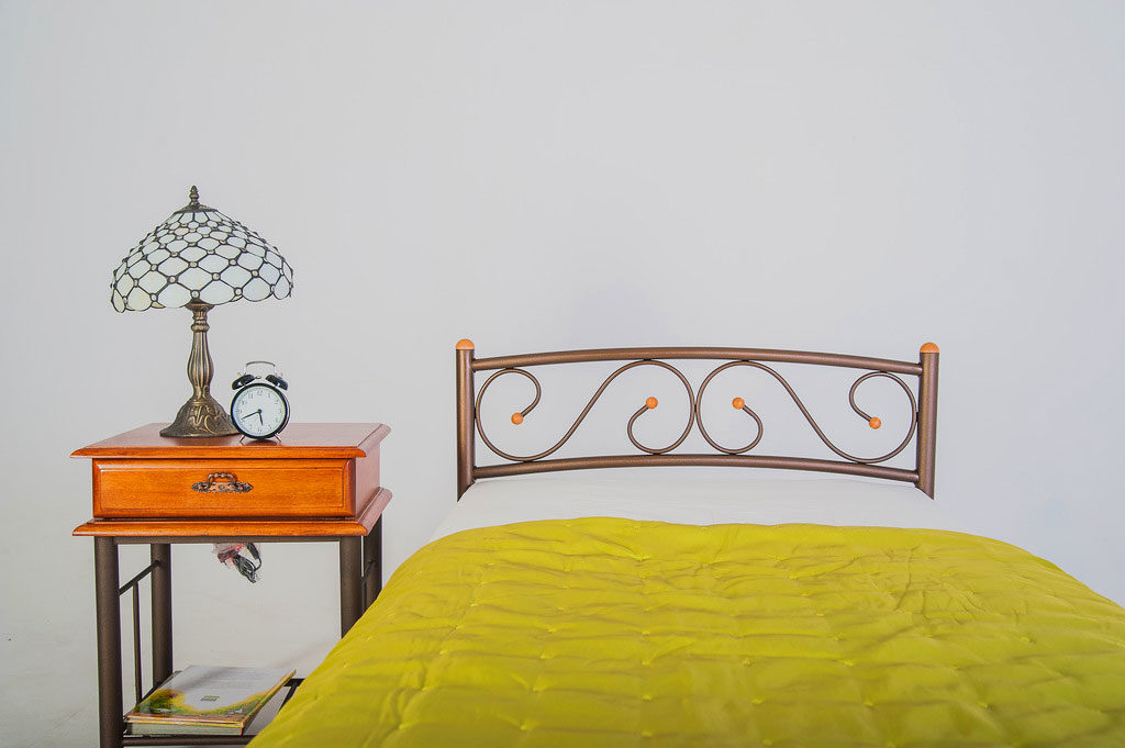 Фото металлического изножья кровати
