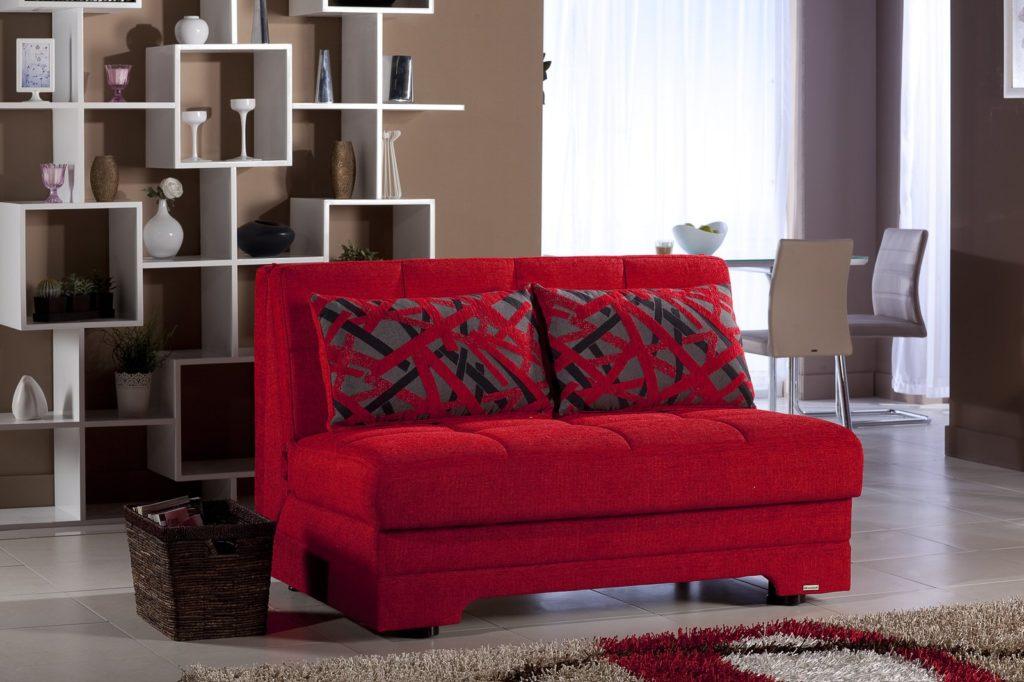 Красный раскладной диван для сна миниатюрных размеров