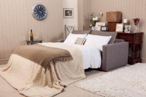 Маленький диван-кровать в интерьере