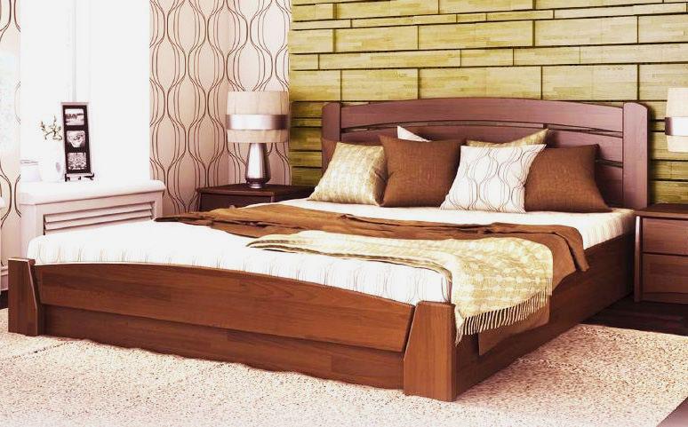 Фото двуспальной деревянной кровати