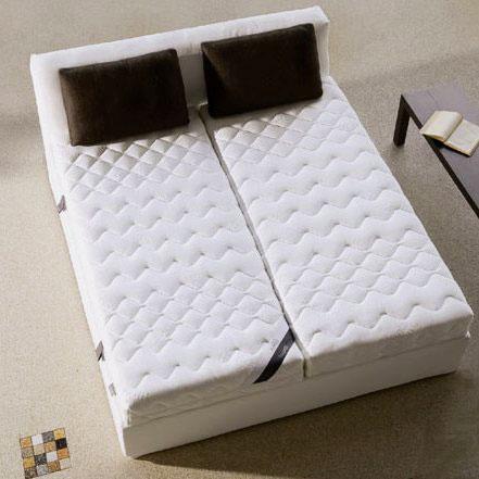 Двуспальная кровать с двумя матрасами