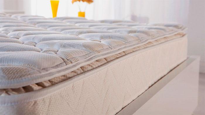 Фото двуспального матраса на кровати