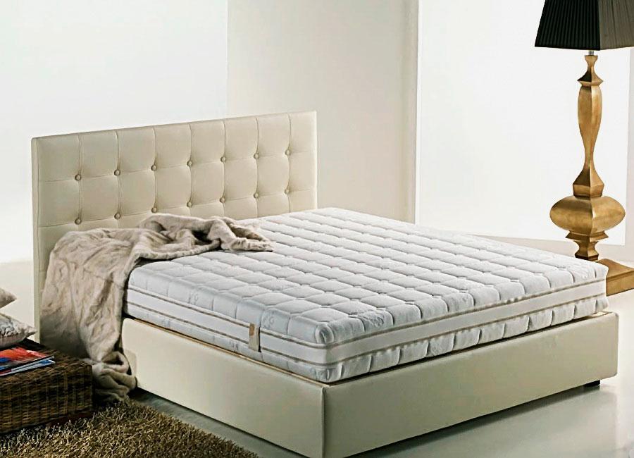 Роскошная кровать с большим матрасом