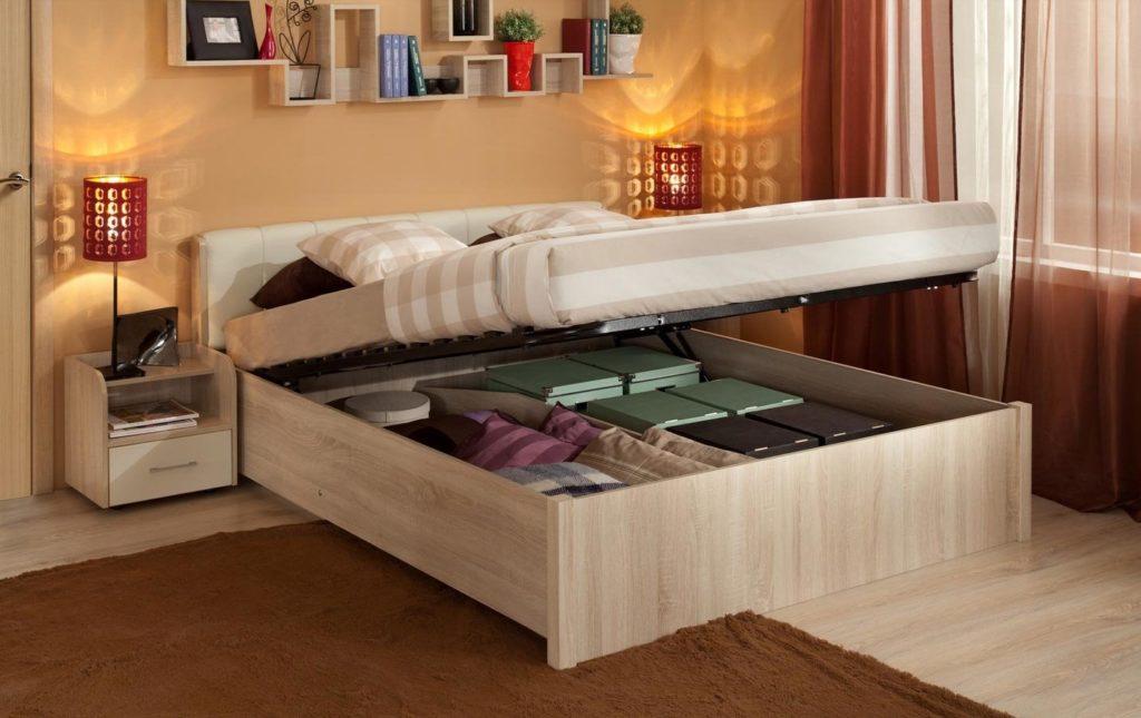 Вместительная кровать с подъёмным механизмом