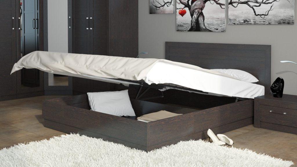 Кровать с установленным подъёмным механизмом