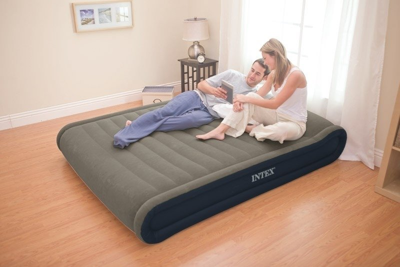 Большая двуспальная надувная кровать