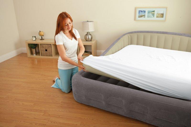 Двуспальная надувная кровать с матрасом
