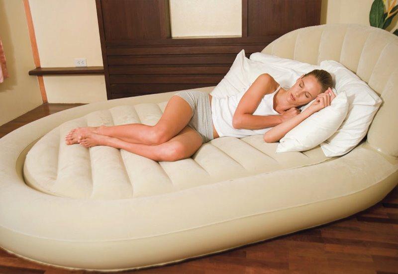 Овальная надувная кровать с матрасом и изголовьем