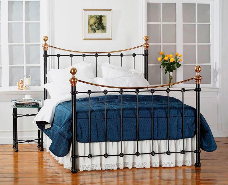 Металлическая кровать в классическом стиле с ортопедическими свойствами