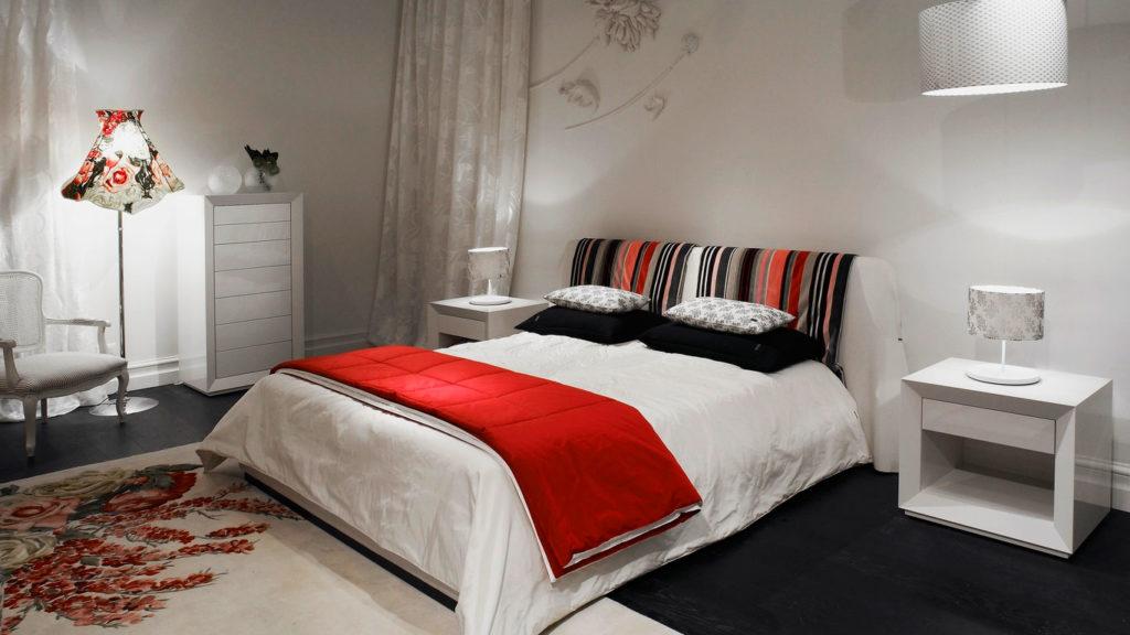 Фото спальной комнаты с кроватью в интерьере