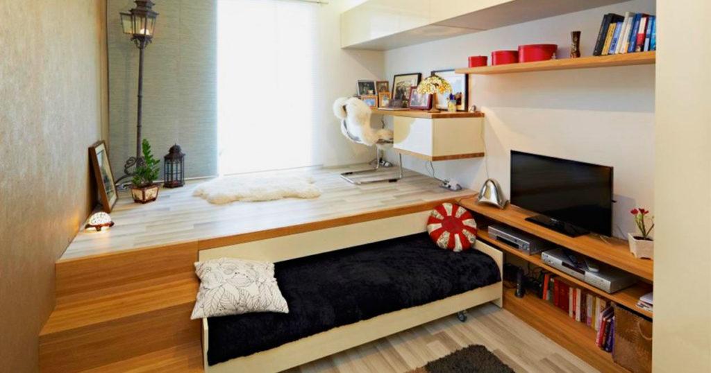 Выдвижная кровать на колёсиках под подиумом