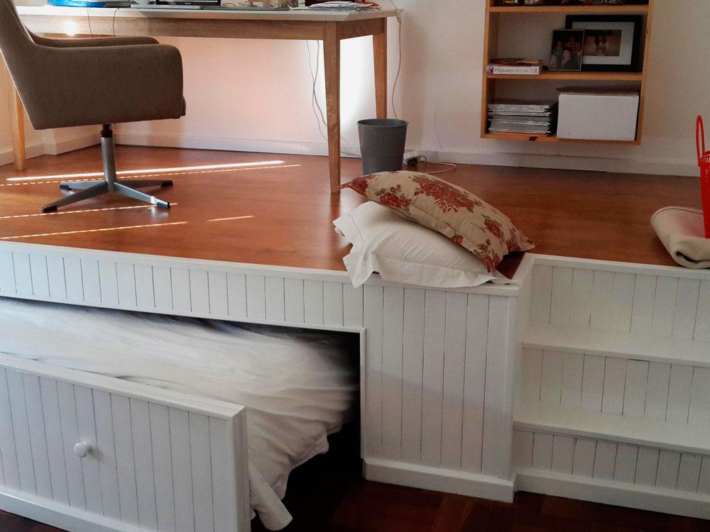 Самостоятельно сделанный подиум с кроватью